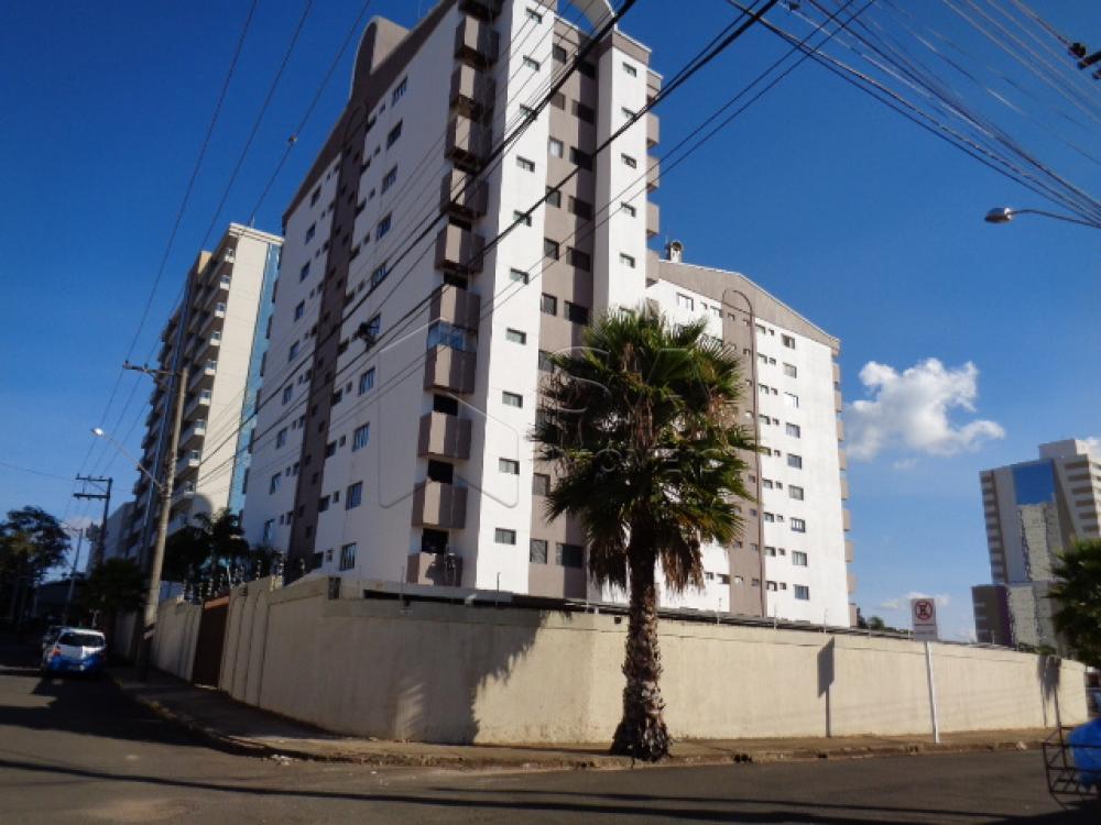 Alugar Apartamento / Padrão em Botucatu R$ 1.100,00 - Foto 1