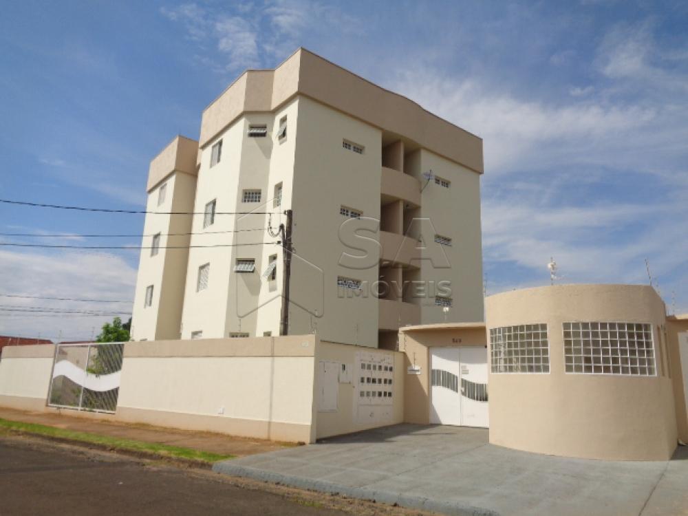 Alugar Apartamento / Padrão em Botucatu R$ 720,00 - Foto 1