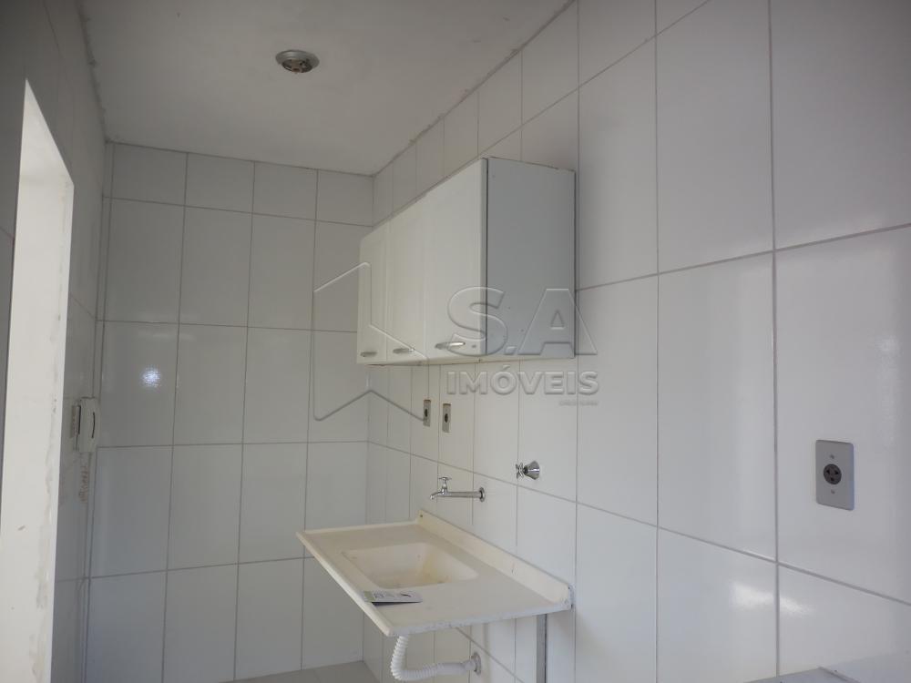 Alugar Apartamento / Padrão em Botucatu R$ 550,00 - Foto 4