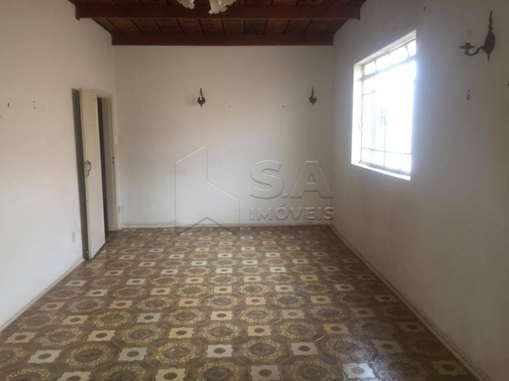Alugar Casa / Padrão em Botucatu apenas R$ 1.800,00 - Foto 1