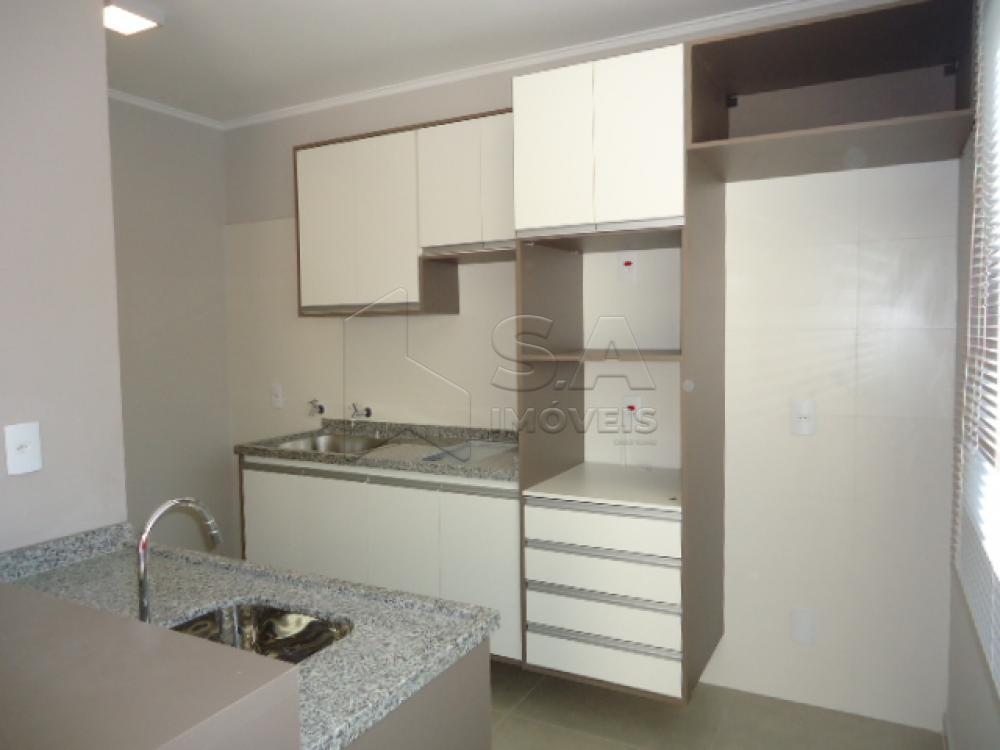 Alugar Casa / Padrão em Botucatu R$ 1.500,00 - Foto 1