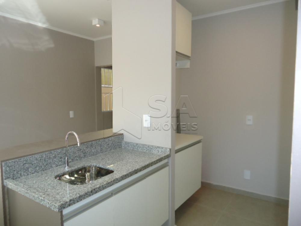 Alugar Casa / Padrão em Botucatu R$ 1.500,00 - Foto 2