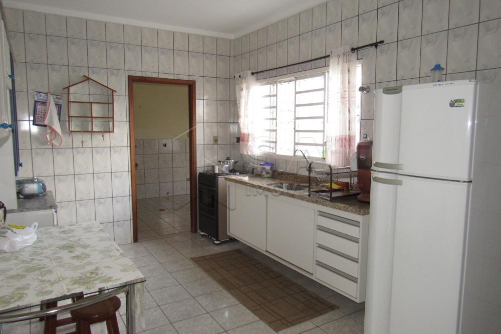 Alugar Casa / Padrão em Botucatu apenas R$ 800,00 - Foto 3