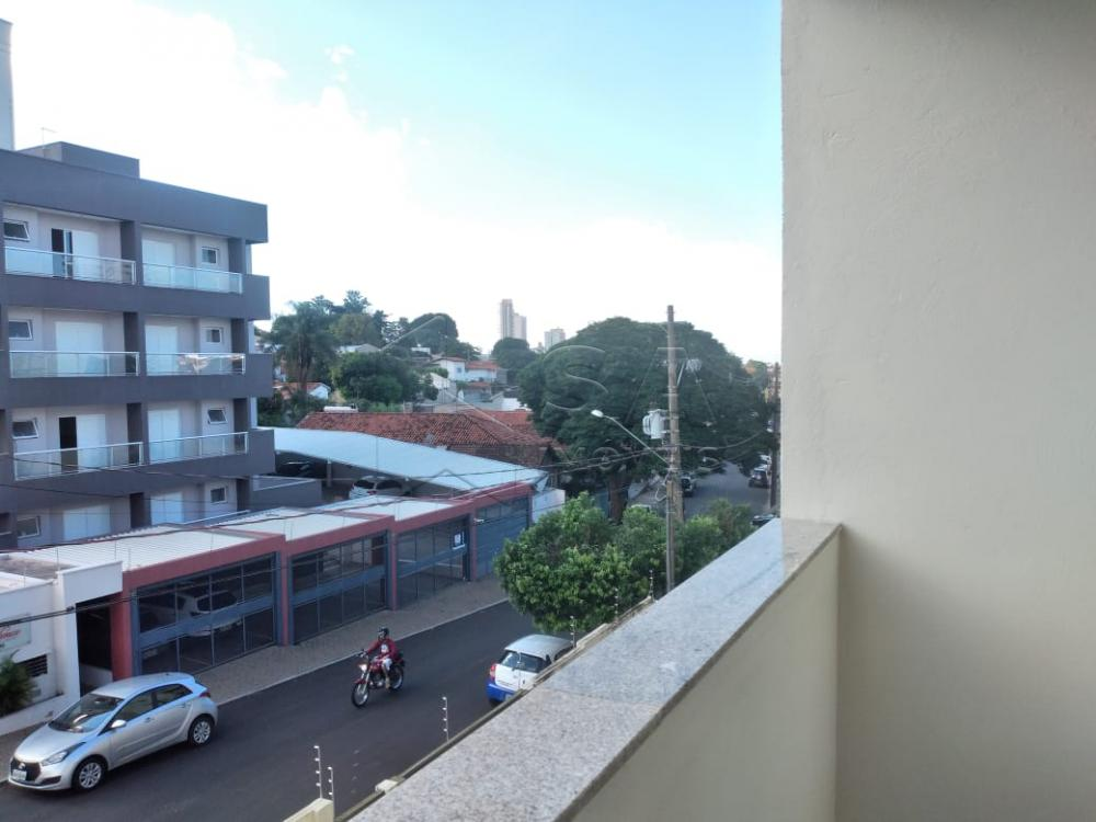 Alugar Apartamento / Padrão em Botucatu R$ 1.100,00 - Foto 12