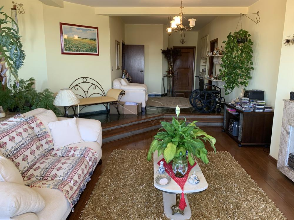 Alugar Apartamento / Padrão em Botucatu R$ 2.300,00 - Foto 3