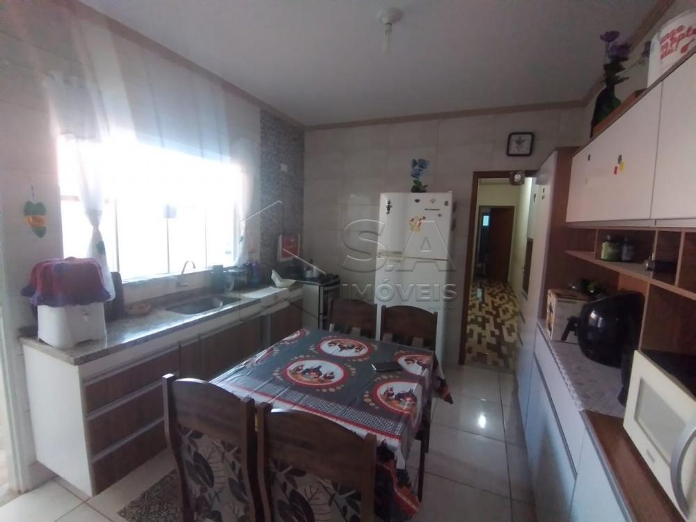 Alugar Casa / Padrão em Botucatu R$ 1.300,00 - Foto 5