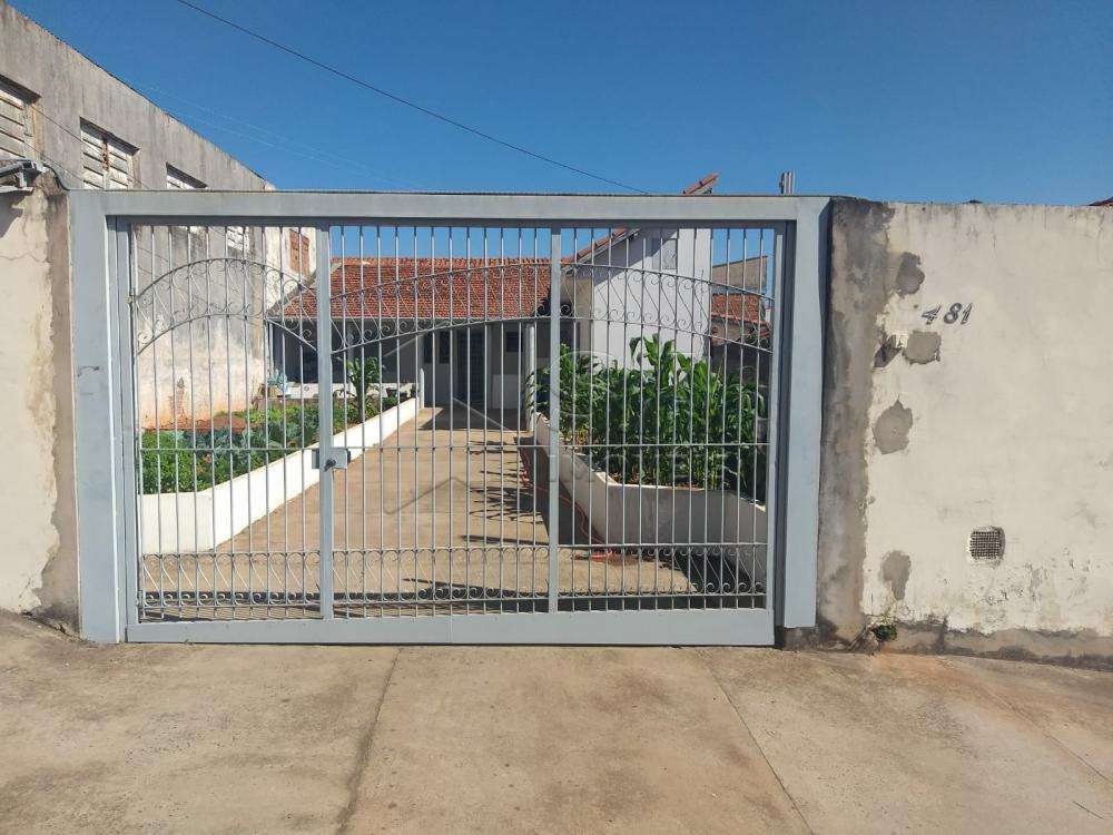 Comprar Casa / Padrão em Botucatu R$ 235.000,00 - Foto 1