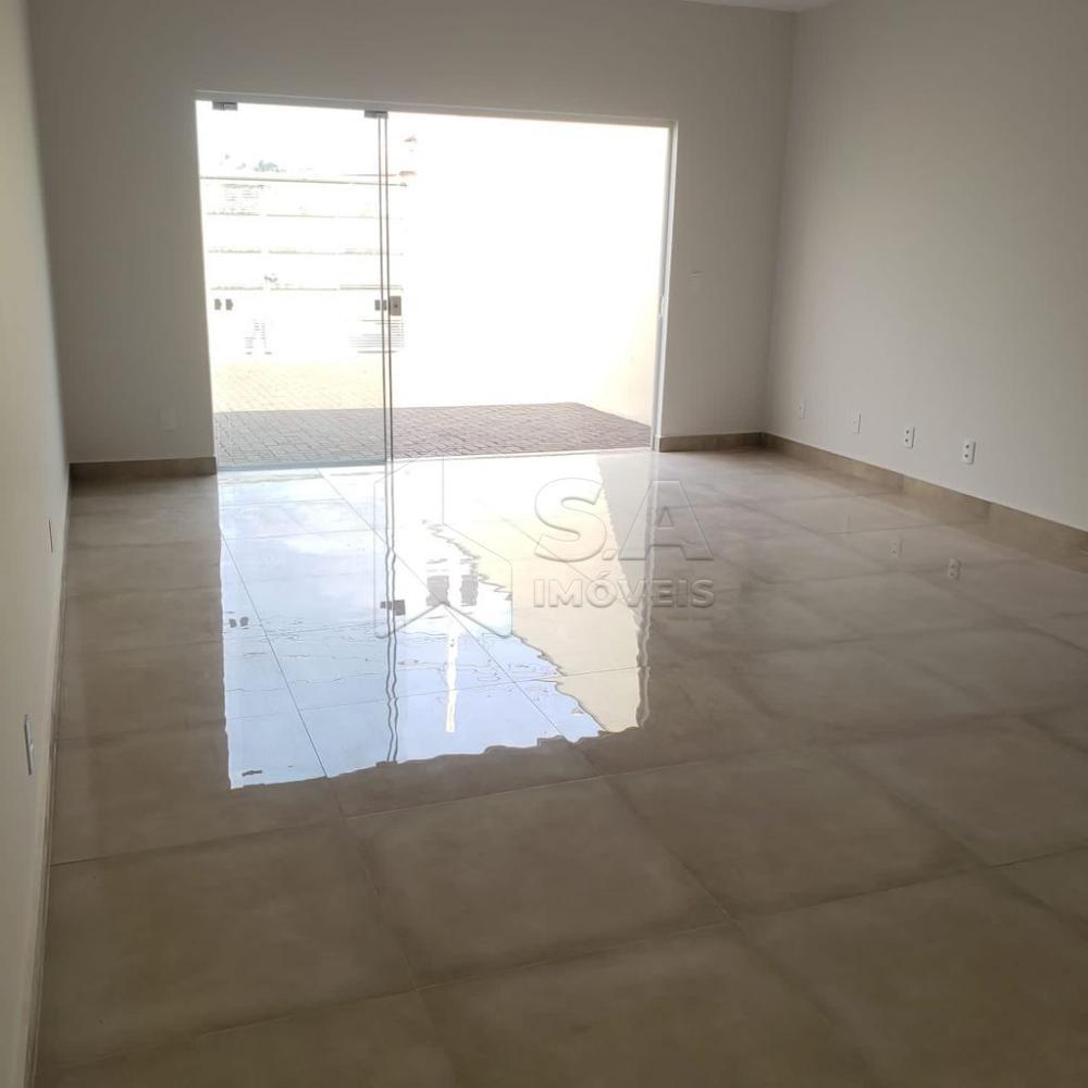 Comprar Casa / Padrão em Botucatu R$ 325.000,00 - Foto 1