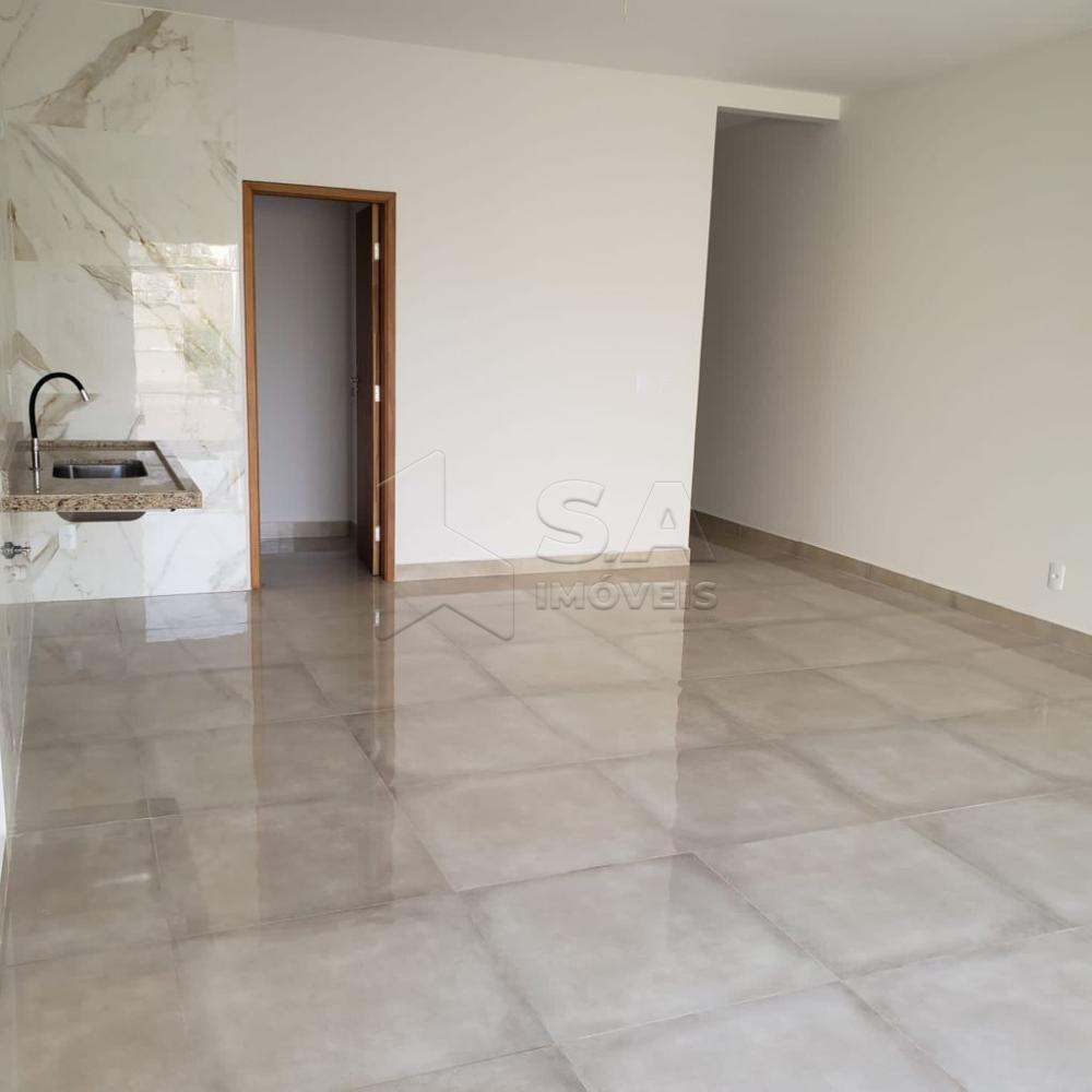 Comprar Casa / Padrão em Botucatu R$ 325.000,00 - Foto 2