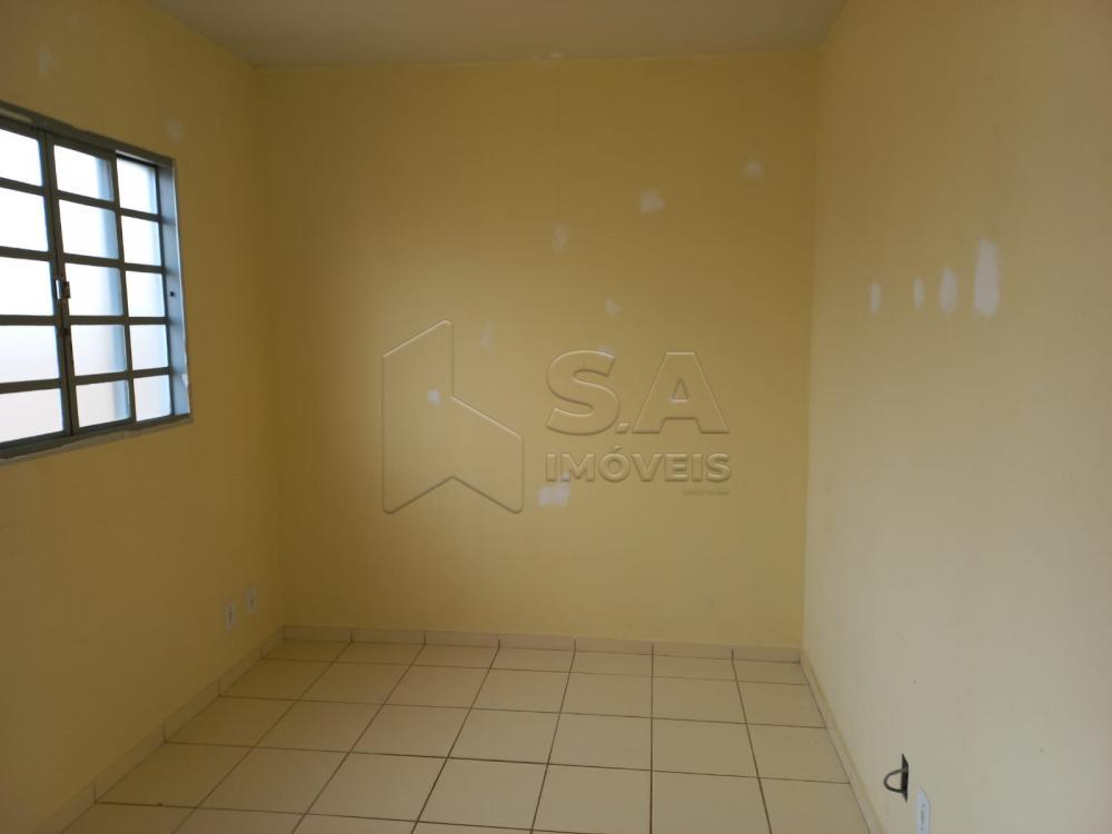 Alugar Casa / Padrão em Botucatu R$ 750,00 - Foto 4