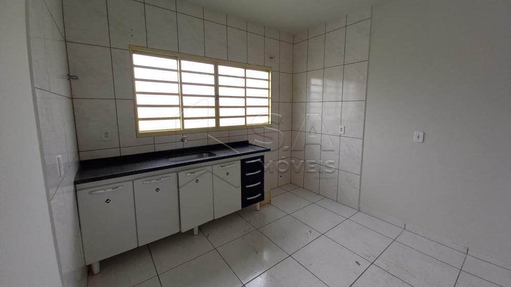 Alugar Casa / Padrão em Botucatu R$ 700,00 - Foto 2