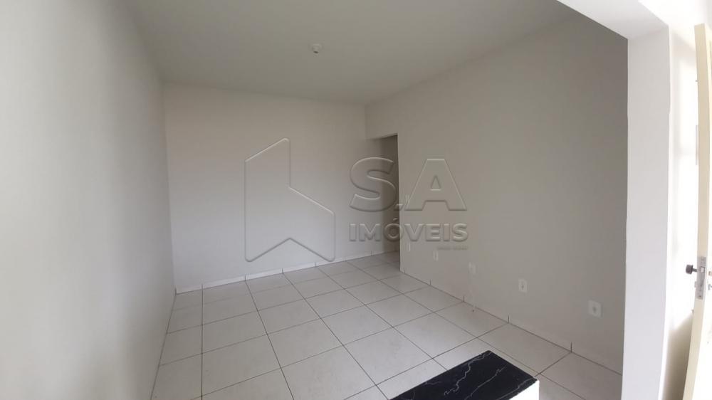 Alugar Casa / Padrão em Botucatu R$ 700,00 - Foto 3