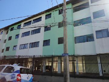 Alugar Apartamento / Padrão em Botucatu. apenas R$ 887,62