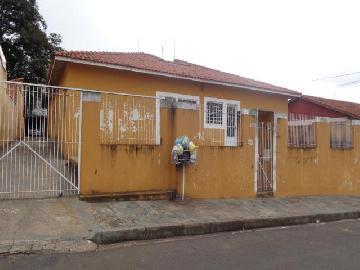 Alugar Casa / Padrão em Botucatu. apenas R$ 450,00