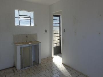 Alugar Apartamento / Kitchnet em Botucatu. apenas R$ 450,00