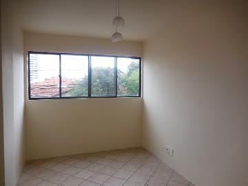 Alugar Apartamento / Padrão em Botucatu. apenas R$ 600,00