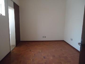 Comercial / Casa Comercial em Botucatu Alugar por R$2.200,00