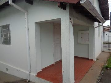 Alugar Casa / Padrão em Botucatu. apenas R$ 900,00