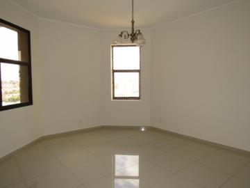 Alugar Apartamento / Padrão em Botucatu R$ 2.400,00 - Foto 3
