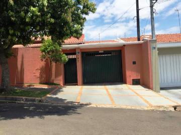 Comprar Casa / Padrão em Botucatu. apenas R$ 700.000,00