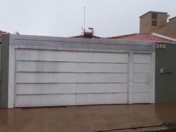 Alugar Casa / Padrão em Botucatu. apenas R$ 390.000,00