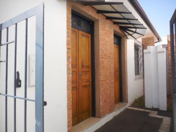 Comercial / Casa Comercial em Botucatu Alugar por R$2.000,00