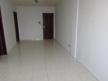 Alugar Apartamento / Padrão em Botucatu. apenas R$ 800,00
