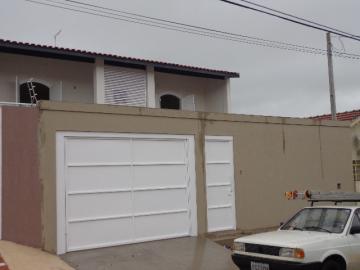 Alugar Casa / Padrão em Botucatu. apenas R$ 1.500,00