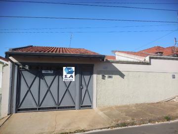 Alugar Casa / Padrão em Botucatu. apenas R$ 1.600,00