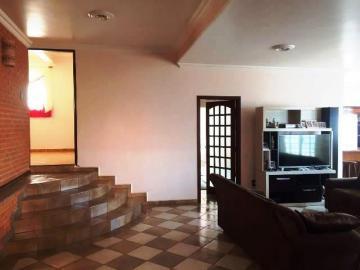 Alugar Casa / Padrão em Botucatu. apenas R$ 3.200,00