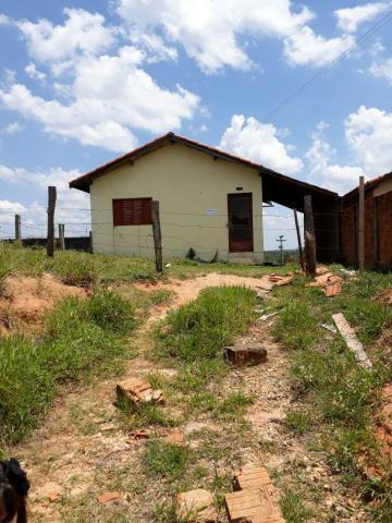 Alugar Casa / Padrão em Botucatu. apenas R$ 70.000,00