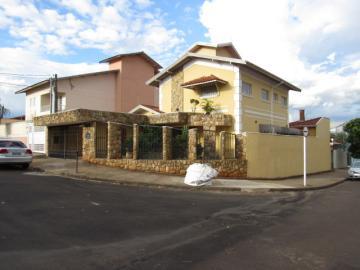 Alugar Casa / Sobrado em Botucatu. apenas R$ 680.000,00