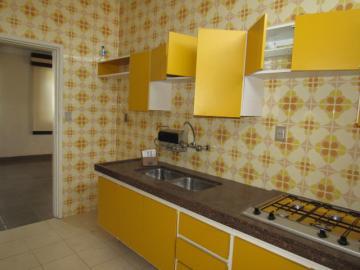 Alugar Casa / Sobrado em Botucatu. apenas R$ 2.000,00