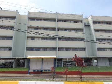 Alugar Apartamento / Padrão em Botucatu. apenas R$ 725,00