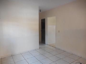 Alugar Casa / Padrão em Botucatu. apenas R$ 950,00