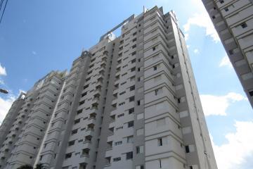 Alugar Apartamento / Padrão em Botucatu. apenas R$ 2.300,00