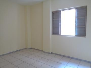 Alugar Apartamento / Padrão em Botucatu R$ 800,00 - Foto 11