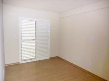 Alugar Apartamento / Padrão em Botucatu R$ 1.200,00 - Foto 8
