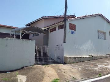Alugar Casa / Padrão em Botucatu. apenas R$ 600,00