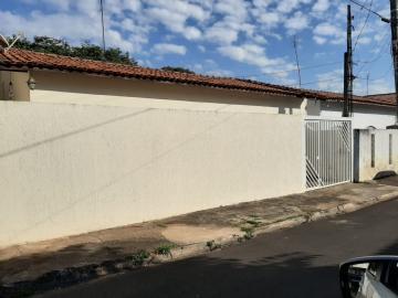 Casa / Padrão em Botucatu Alugar por R$1.000,00