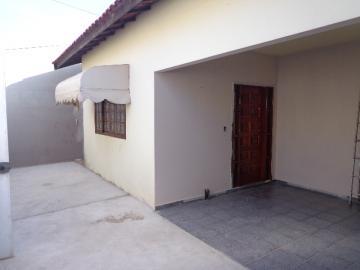 Alugar Casa / Padrão em Botucatu. apenas R$ 1.000,00