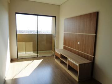 Alugar Apartamento / Padrão em Botucatu. apenas R$ 250.000,00