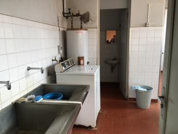 Alugar Comercial / Casa Comercial em Botucatu. apenas R$ 3.000,00
