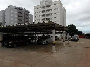 Alugar Apartamento / Padrão em Botucatu. apenas R$ 400.000,00