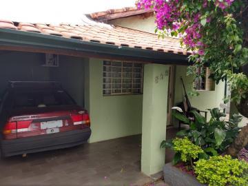 Alugar Casa / Padrão em Botucatu. apenas R$ 340.000,00