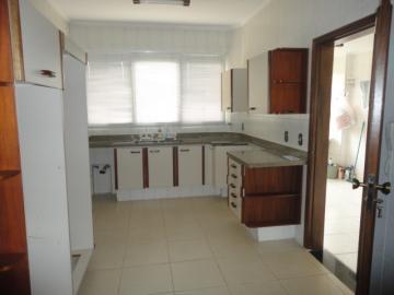 Alugar Apartamento / Padrão em Botucatu R$ 2.500,00 - Foto 2
