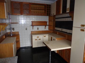 Alugar Apartamento / Padrão em Botucatu R$ 2.000,00 - Foto 4