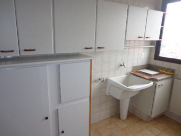 Alugar Apartamento / Padrão em Botucatu R$ 2.000,00 - Foto 6