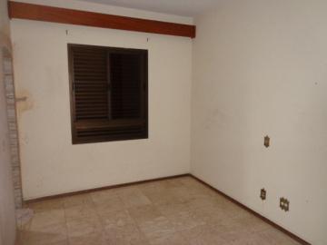 Alugar Apartamento / Padrão em Botucatu R$ 2.000,00 - Foto 12