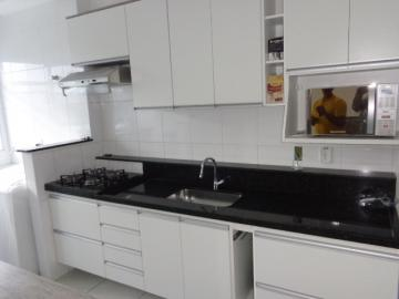 Alugar Apartamento / Padrão em Botucatu. apenas R$ 440.000,00